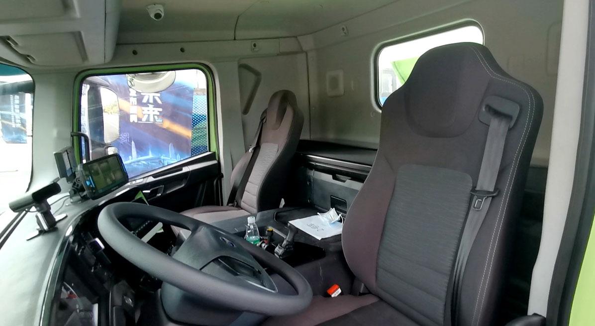 Электрический самосвал BYD кабина 2