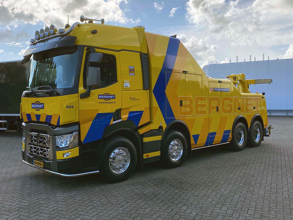 Тяжелый эвакуатор на шасси Renault Trucks 8