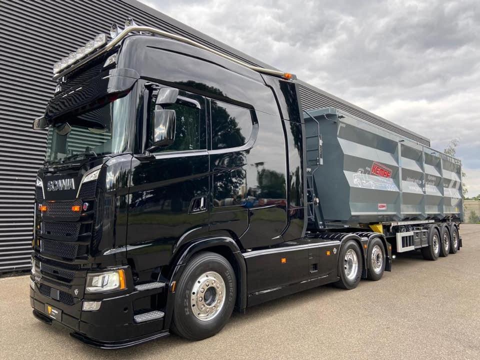 Необычно большая кабина для тягача Scania