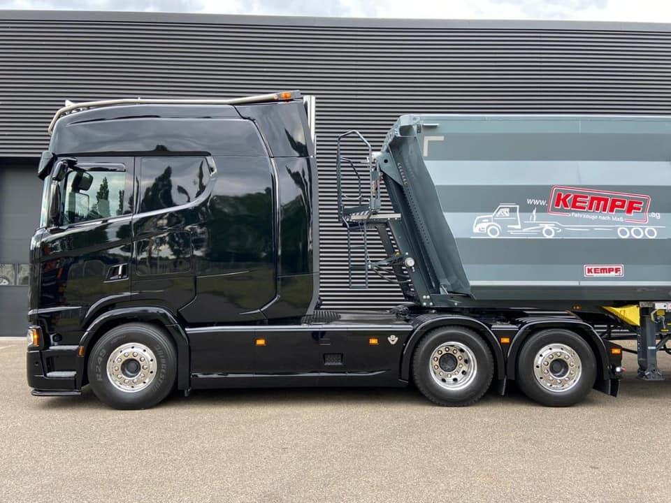 Необычно большая кабина для тягача Scania 2