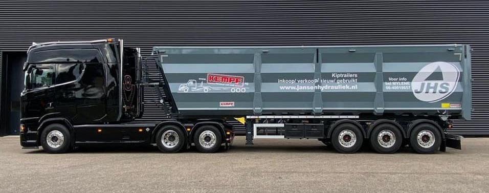 Необычно большая кабина для тягача Scania 3