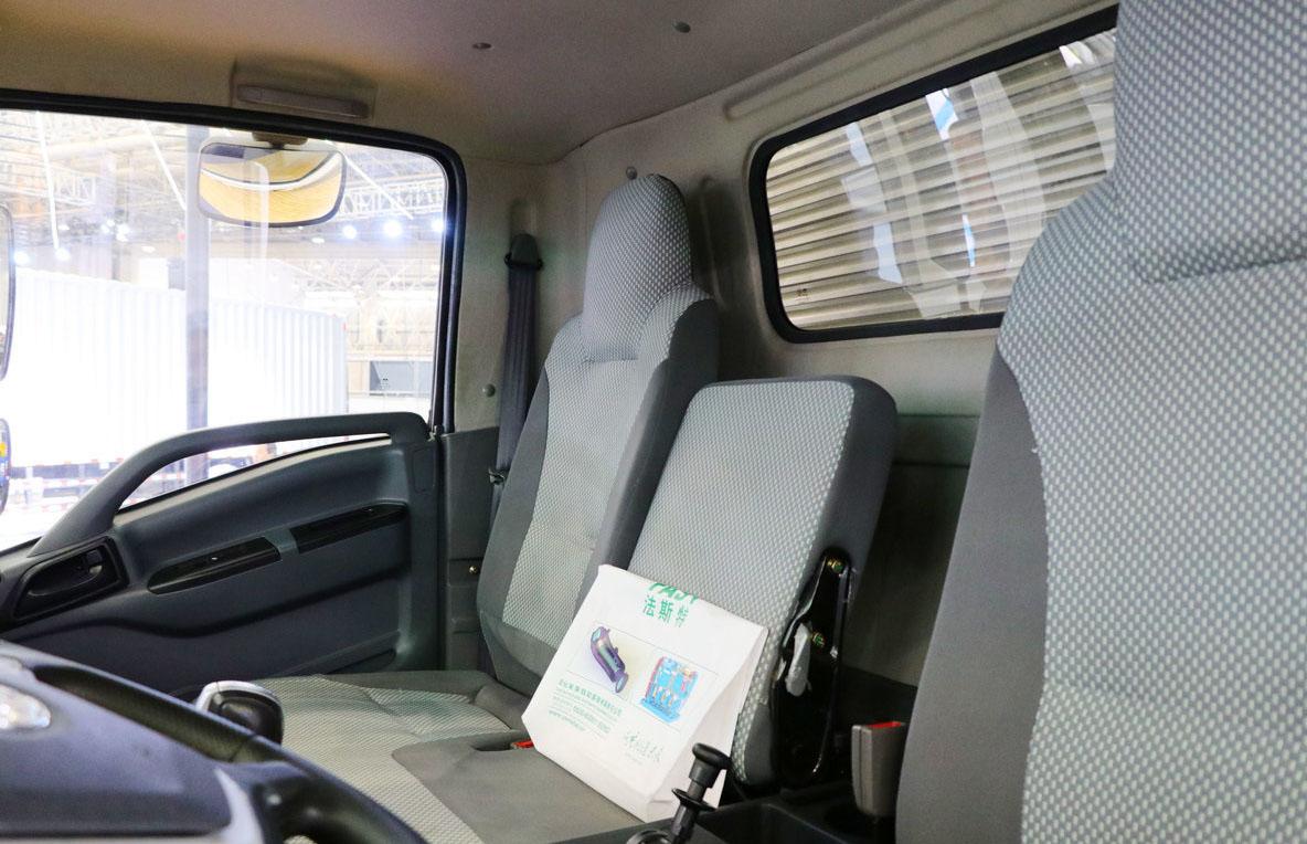 Водородный грузовичок Tri-Ring кабина 2