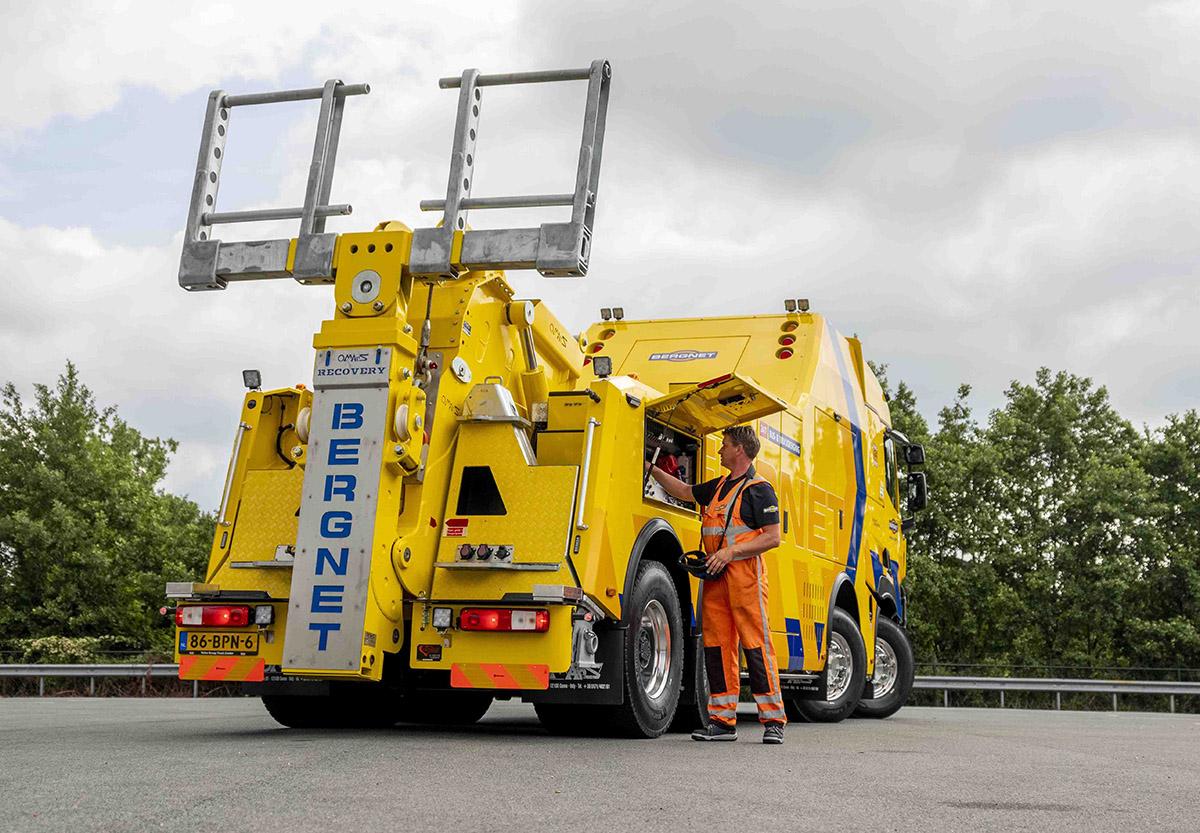 Тяжелый эвакуатор на шасси Renault Trucks