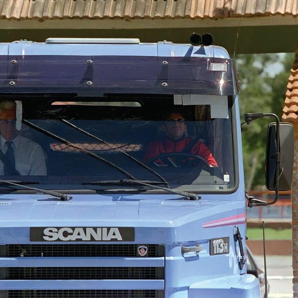 Капотный седельный тягач Scania 113H с 360-сильным мотором