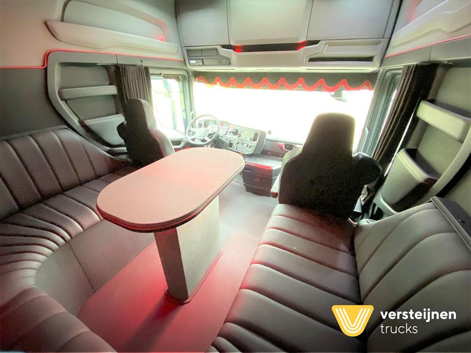 Необычно большая кабина для тягача Scania 7