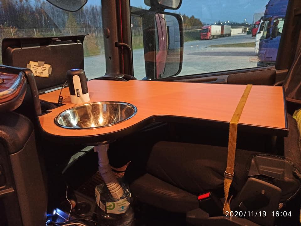 Домашний уют внутри грузовика 5