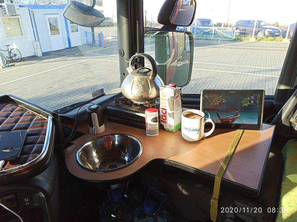 Домашний уют внутри грузовика