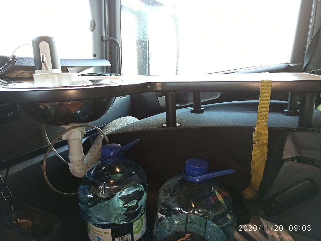 Домашний уют внутри грузовика 2