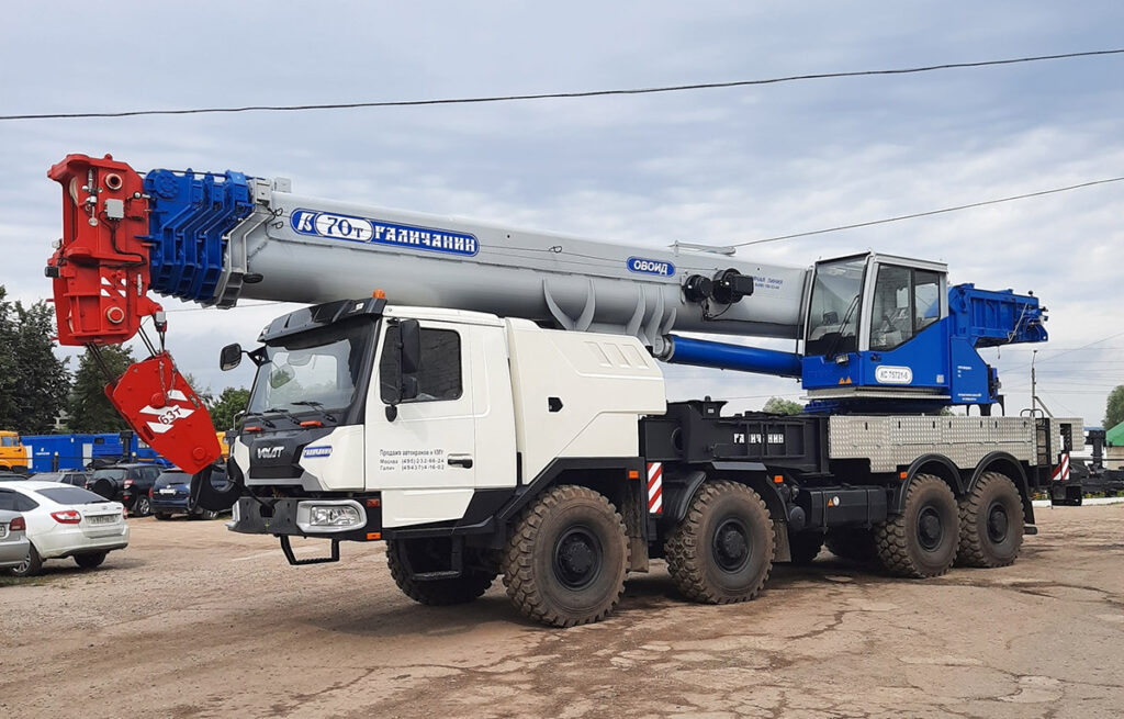 70-тонный автокран «Галичанин» на новом шасси МЗКТ 5