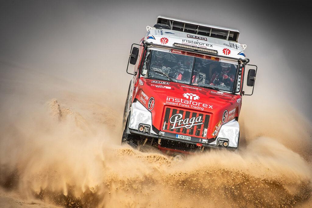 На Дакаре обнаружился грузовик Praga V4S