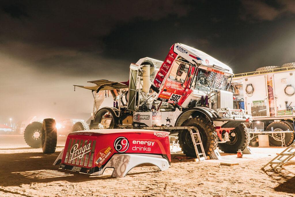 На Дакаре обнаружился грузовик Praga V4S 5