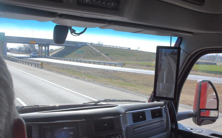 Peterbilt представляет новую модель магистрального тягача Model 579 9