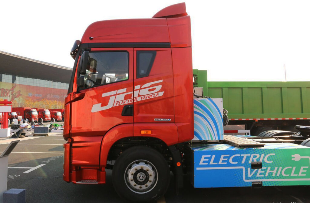 Электрический тягач FAW 2