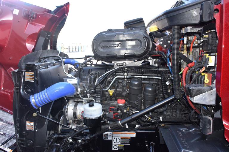 Peterbilt представляет новую модель магистрального тягача Model 579 3