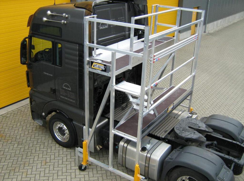 Новый эшафот облегчит обслуживание грузовиков