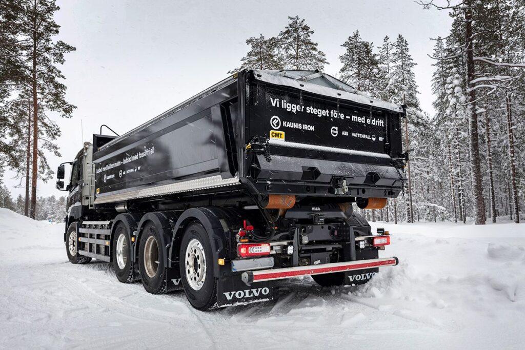 На севере Швеции начали тестировать самосвал Volvo 2