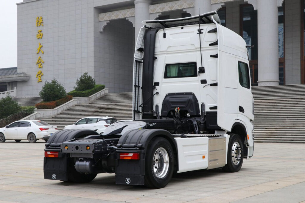 Китайский грузовик класса Hi End 3