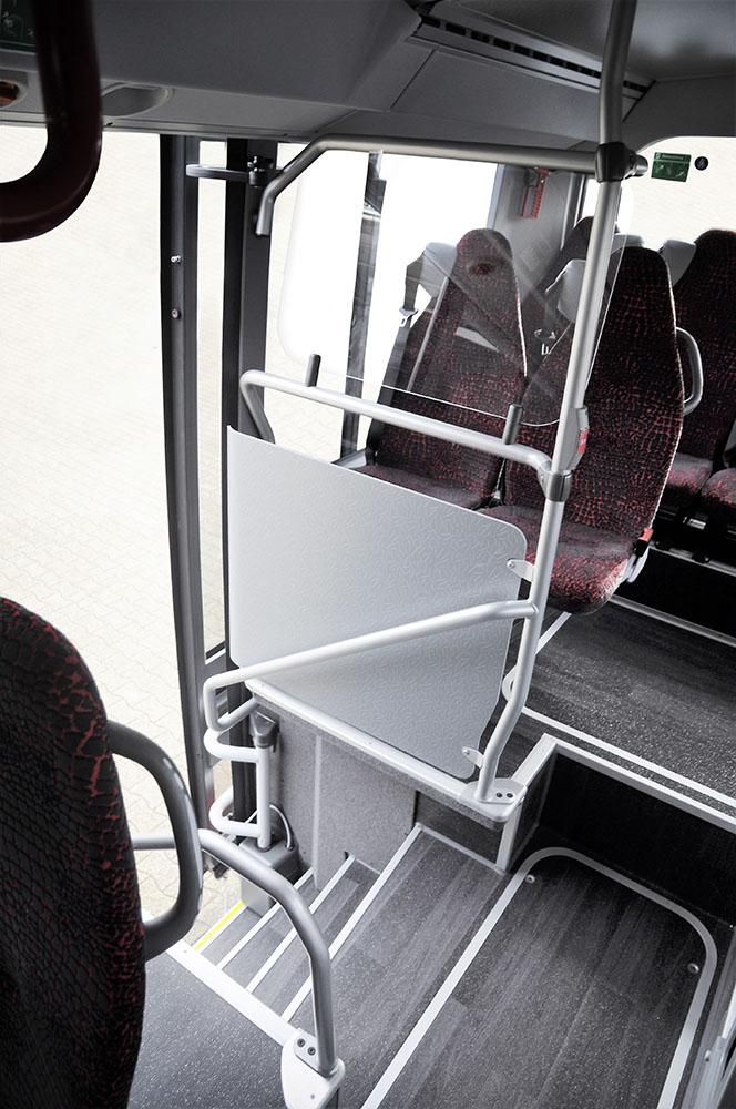 Пригородному автобусу добавили третью дверь 5