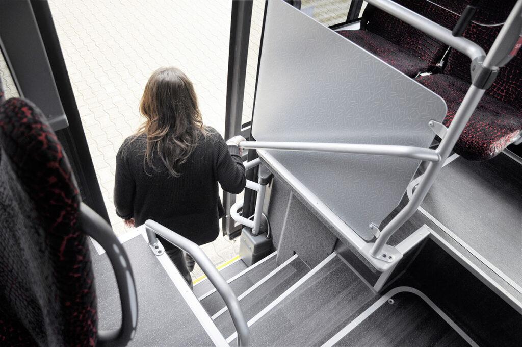 Пригородному автобусу добавили третью дверь 4