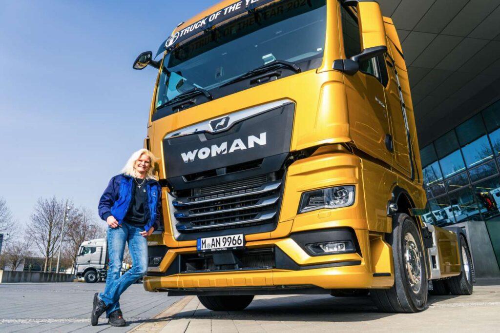 В Германии на дорогу выехала WOMAN TGX 18.510 GX 2