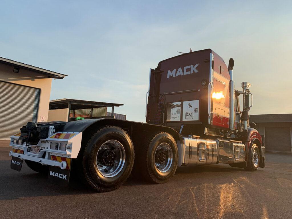 Mack отпраздновал 100-летний юбилей на пятом континенте 4