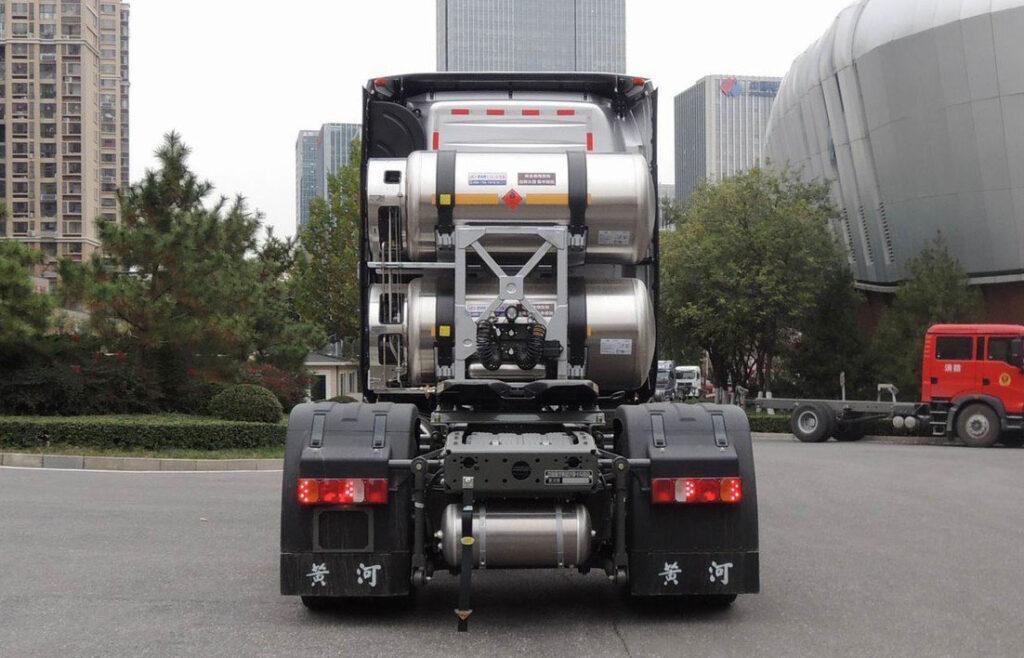 Газовый вариант Sinotruk Huanghe X7 LNG 2