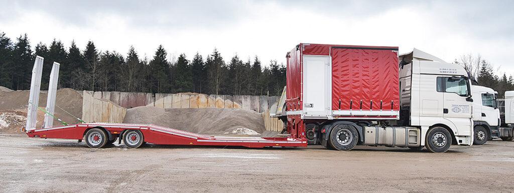 Полуприцеп для перевозки грузовиков и их ремонта 2