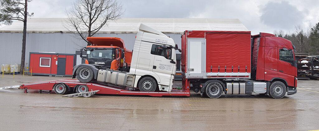 Полуприцеп для перевозки грузовиков и их ремонта