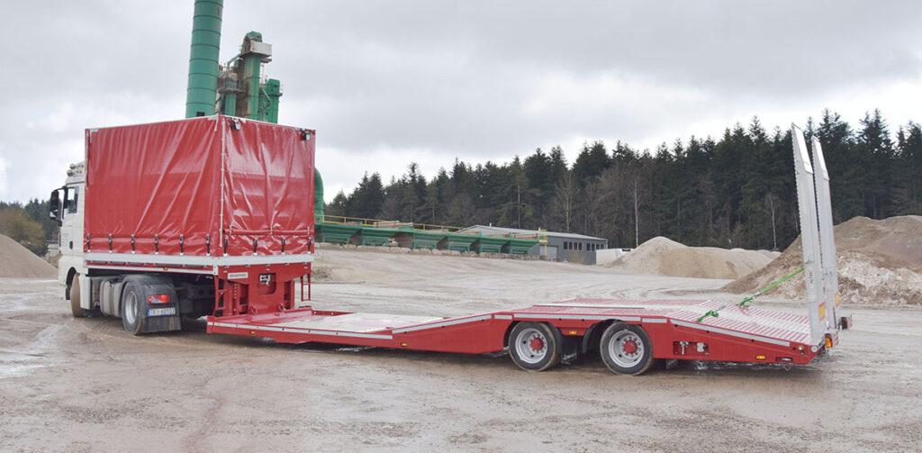 Полуприцеп для перевозки грузовиков и их ремонта 3