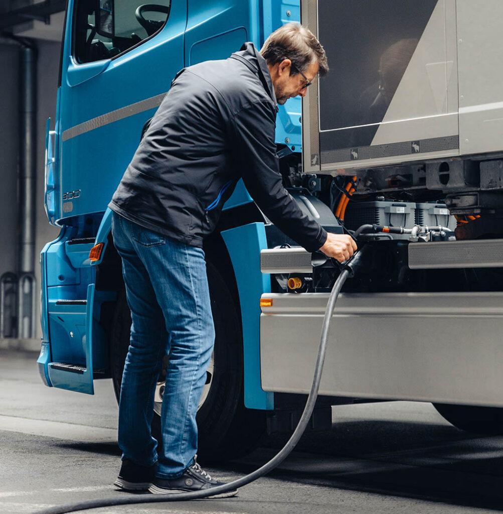 Автогиганты построят собственную сеть зарядных станций