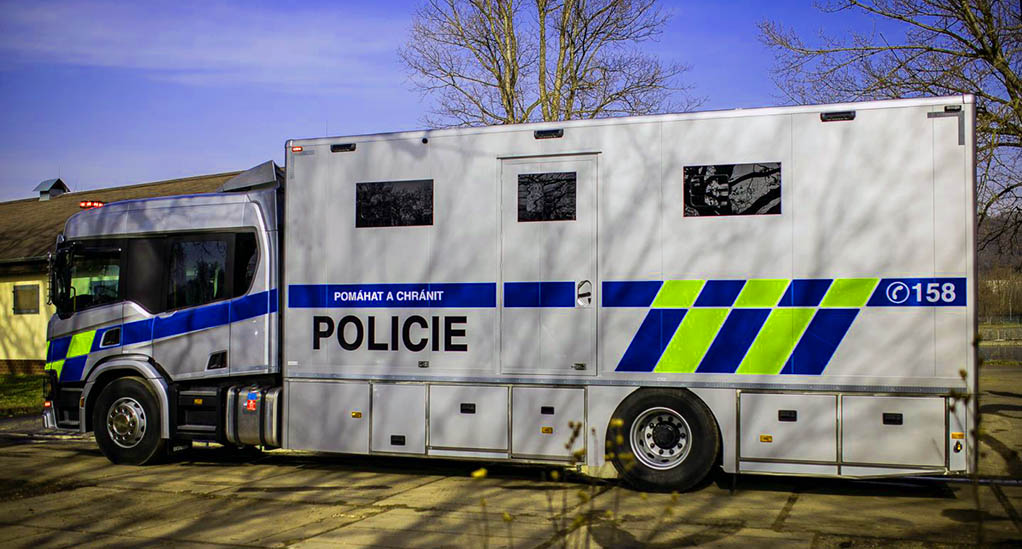 Полицейский грузовик Scania P370_1