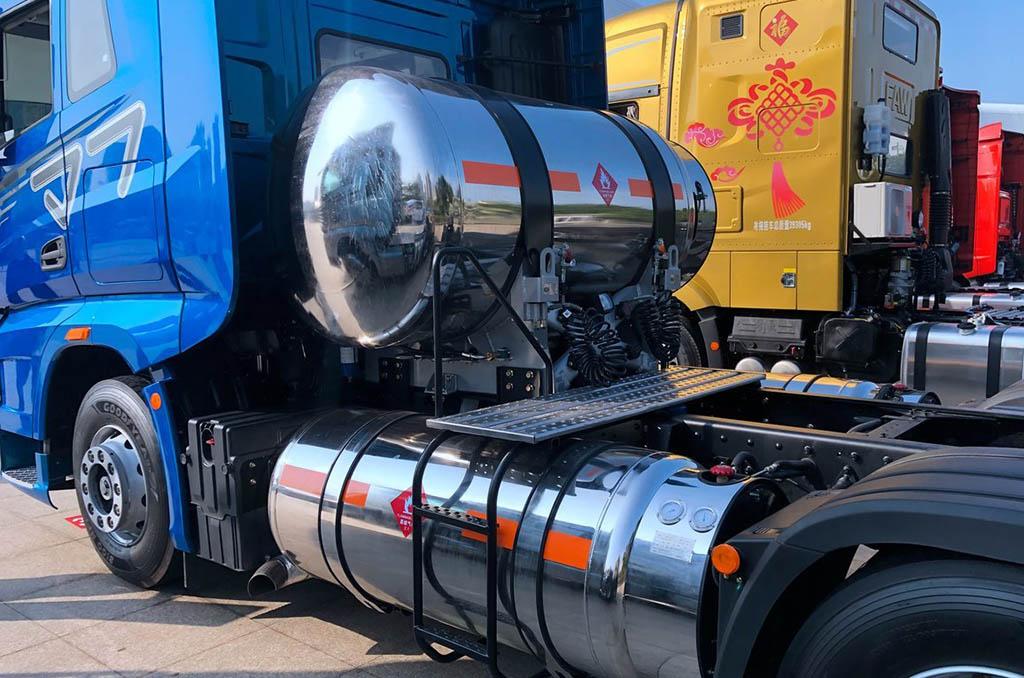 седельный тягач FAW J7 470 6X4 LNG AMT_1