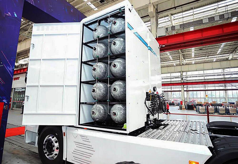 Водород в количестве 50 кг размещен в 10 резервуарах