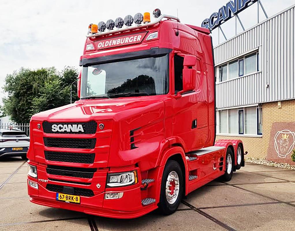 Капотная версия новой Scania V8 770