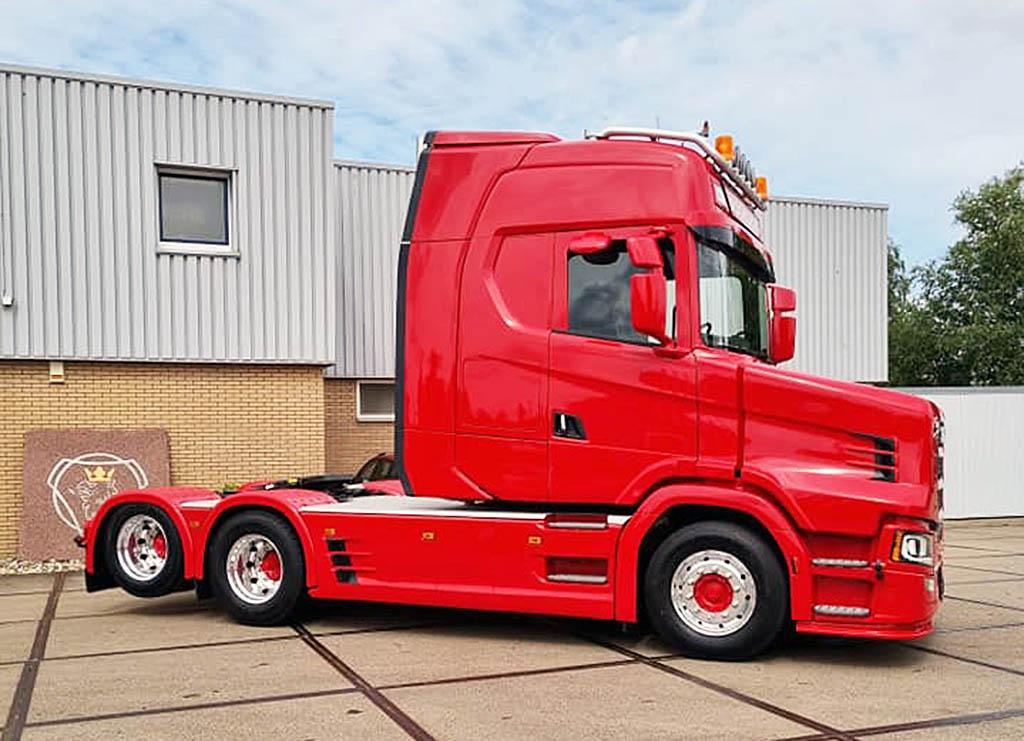 Капотная версия новой Scania V8 770_1
