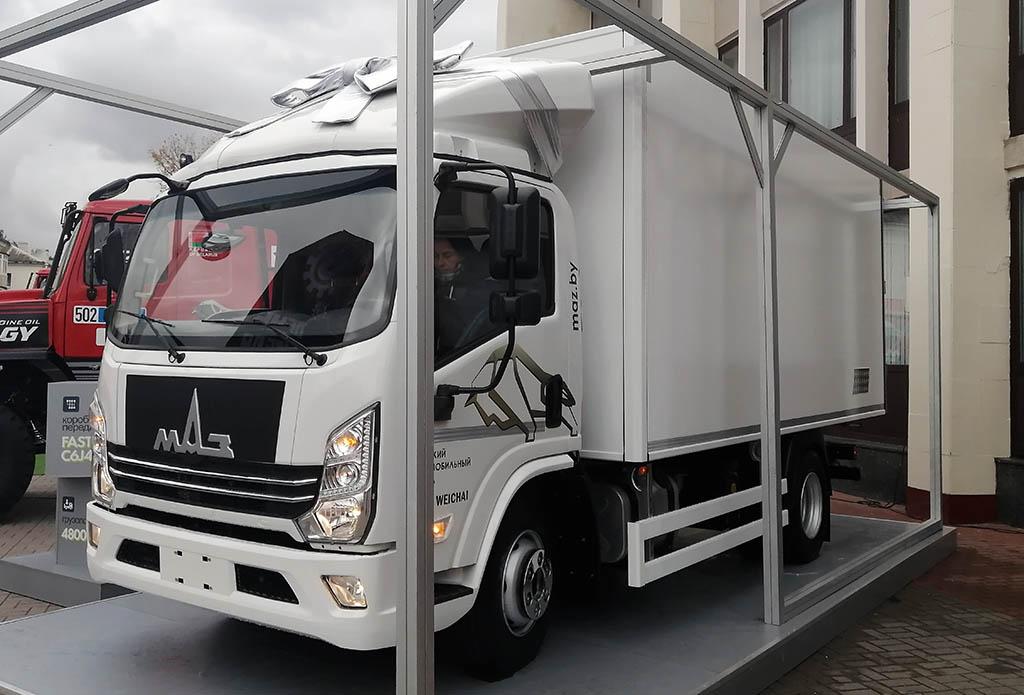 среднетоннажный грузовик МАЗ-365120