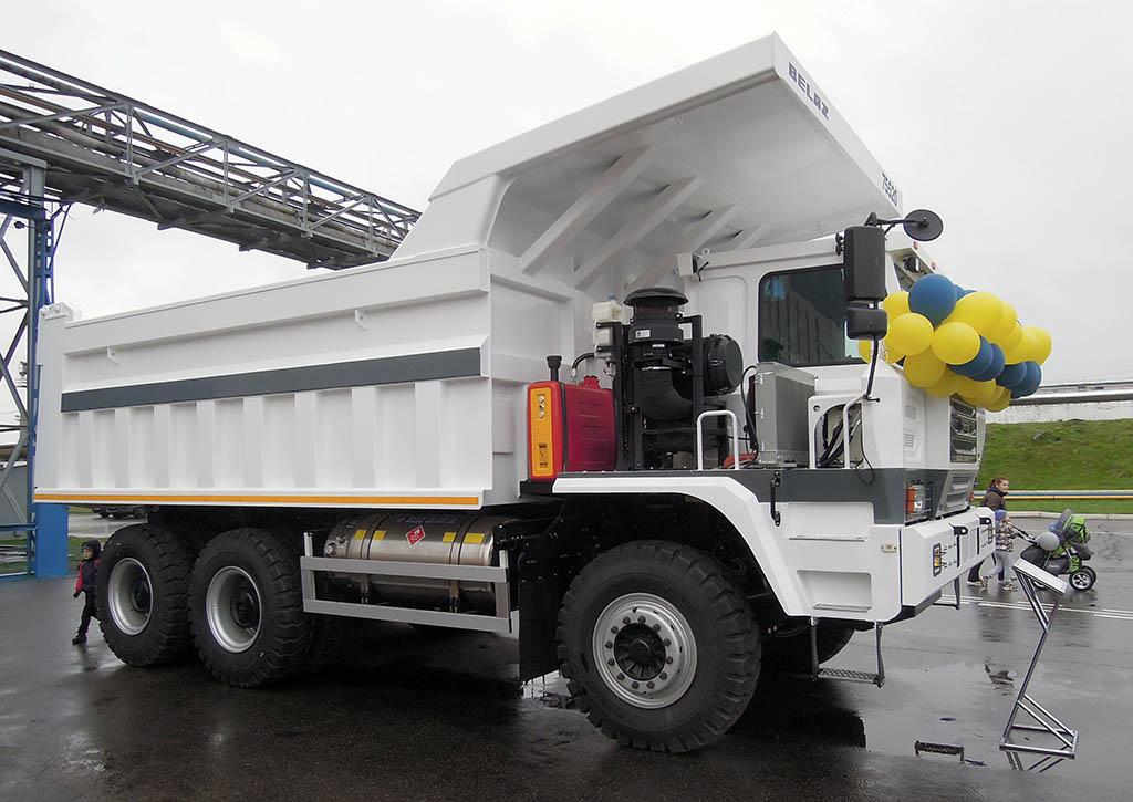самосвал-рудовоз БелАЗ-75520 (6х4) с грузоподъемностью 60 тонн