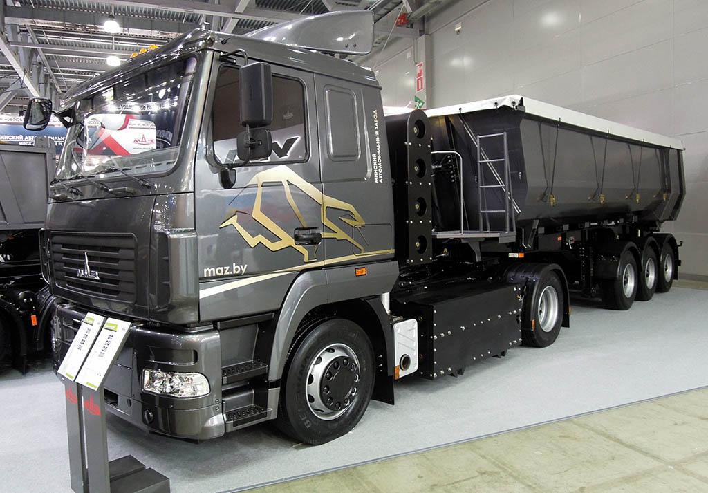 седельный тягач МАЗ-5440N2, работающий на газомоторном топливе