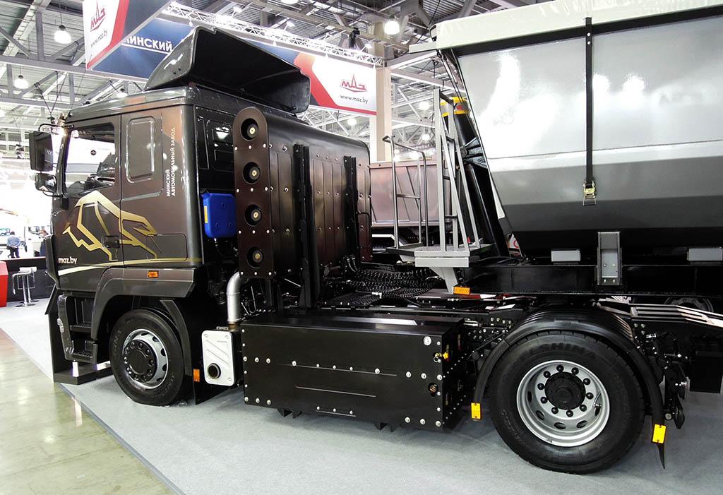 седельный тягач МАЗ-5440N2, работающий на газомоторном топливе_1
